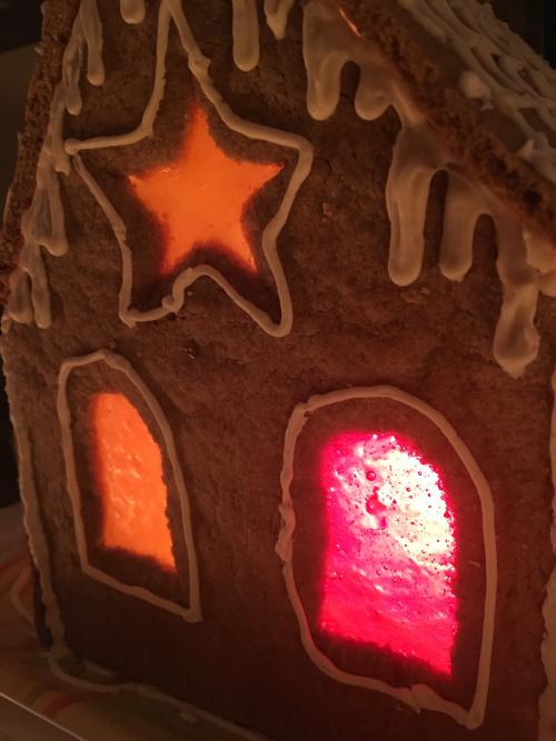 Gingerbread house CU